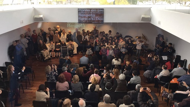 A moment of the service dedicated to the elderly of the Castelldefels evangelical church. / IEC,