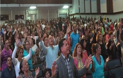 Venezuelan Christians during a service. / WEA