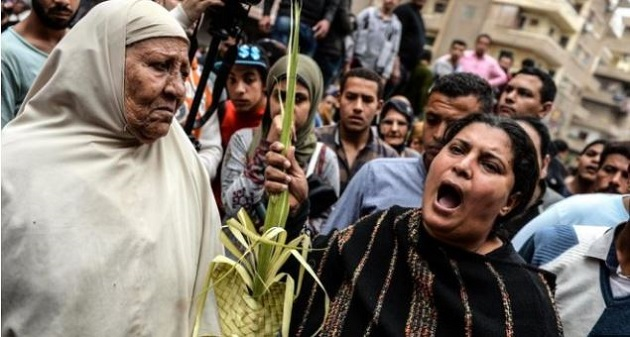 Relatives of the victims of the Palm Sunday attack against a Coptic church in Tanta, on Sunday 9 April. / EPA / BBC,