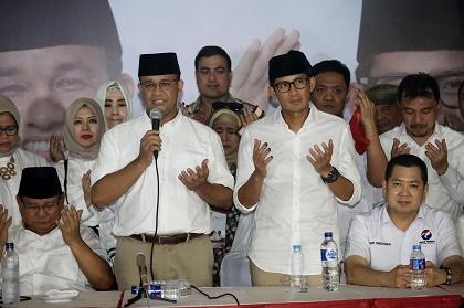 Jakarta gubernatorial candidate Anies Baswedan and Sandiaga Uno celebrate the victory. / Jakarta Post
