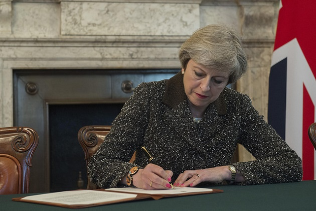 Prime Minister Theresa May signing  letter which started negotiations to leave the European Union. / Number 10 (Flickr, CC),theresa may