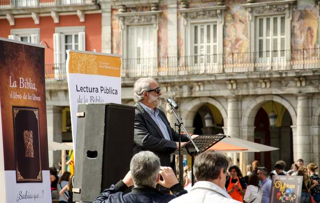 The director of the Spanish Bible Society, José Luis Andavert, presented the event. / SBE,