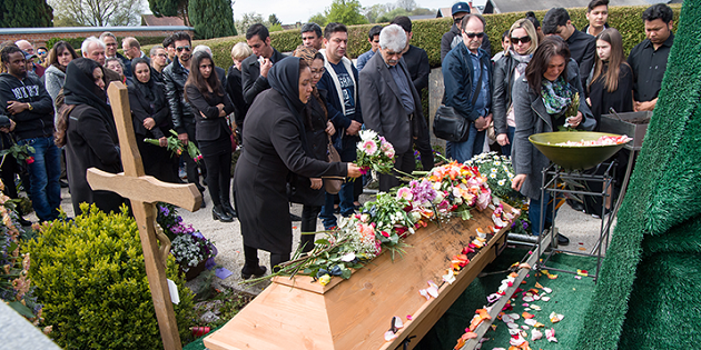 About 200 people attended the burial ceremony of the Afghan Christian woman. / DPA,afghan, christian, woman, germany