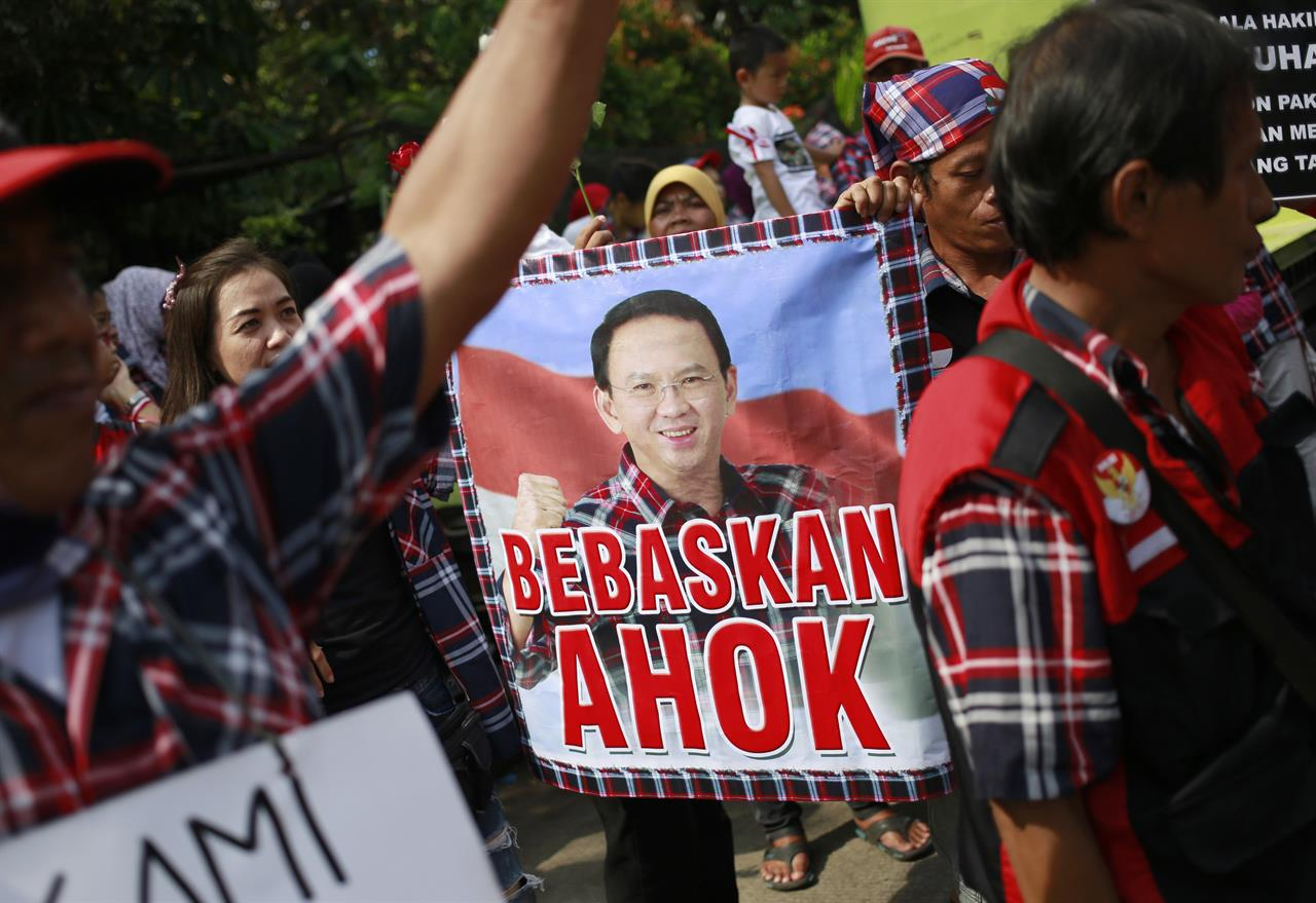 Supporters of Ahok gathered to support the former Governor. / AP