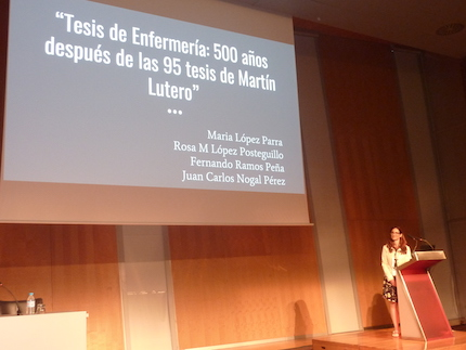 A member of the Christian Nursing Group of Spain presenting the paper. / Enfermeria Cristiana