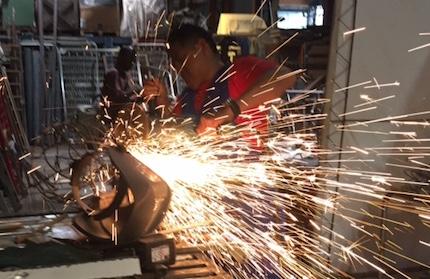 Héctor working. / V. Rossato