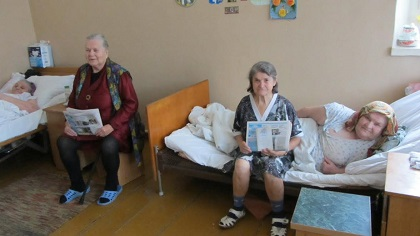 The newspaper is offered to nursing homes for elderly people and hospices. / Kolokol