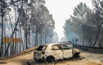 Cars left on the roads. / Diario de Noticias