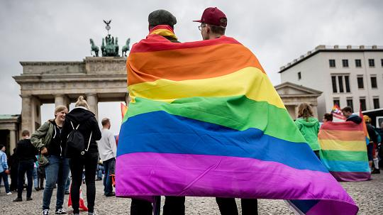 LGBT activists celebrate the legalisation of same-sex marriage in Germany. / EPD,