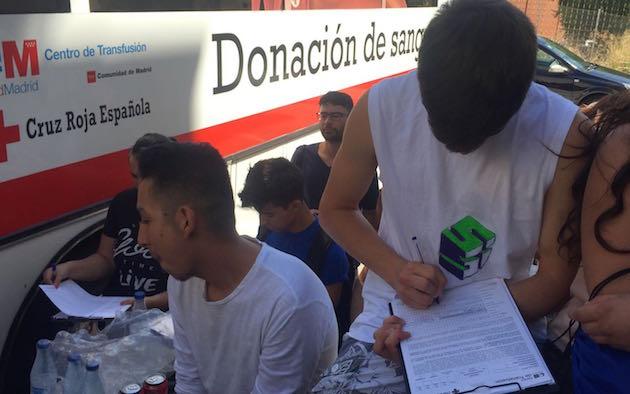 Urban camp participants donating blood / Carlos Fumero,