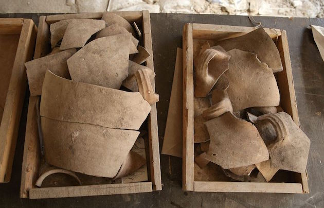 Shattered jugs attesting to the destruction. / IAA,
