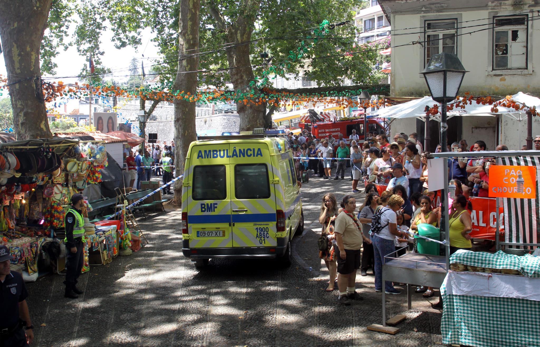 An ambulance leave the site. / Publico