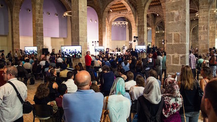 Hundreds of people participated in the memorial service.  / Aj. Barcelona