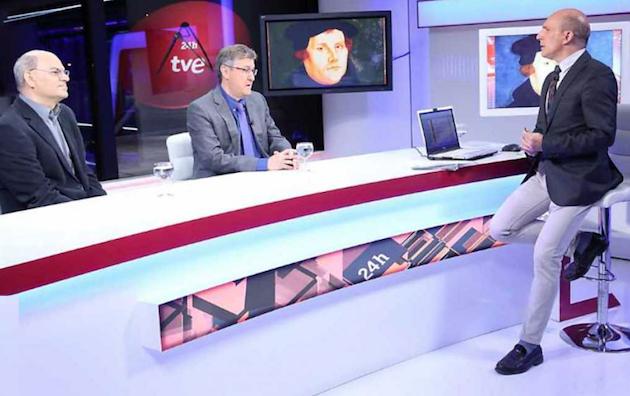 José de Segovia and Mariano Blázquez interviewed by TVE journalist Antonio Gárate, on September 12. / TVE,protestantismo, tve