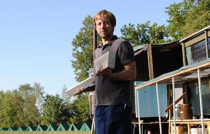 Stanislav Mikulik, administrator of the Czech project, leads a camp activity. / CZ EA