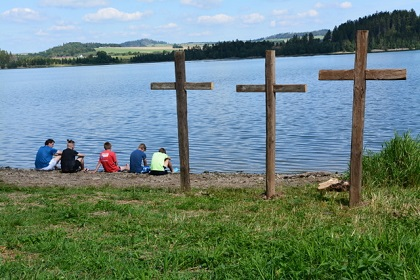 On the shore of the reservoir. / CZ EA