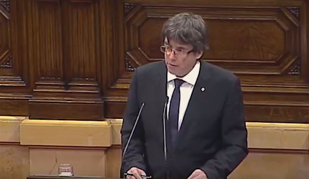 Carles Puigdemont speaks at the Catalan Parliament, on October 10. / TV3,