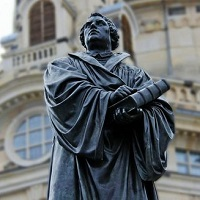 Martin Luther and the Bible, a statue in Dresde, Germany. / Wikimedia, CC
