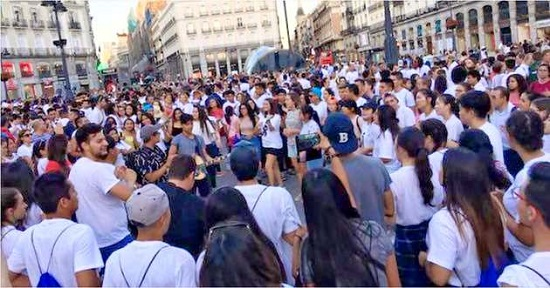 Young evanvgelicals in Spain celebrate the Reformation on the streets of Madrid. / 500Reforma