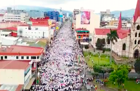 General view of the march for life and family in Costa Rica. / Teletico,