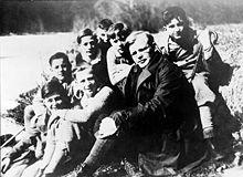 Bonhoeffer with students.