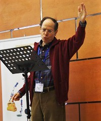 Pablo Martinez during the Bible expositions. / J. Forster