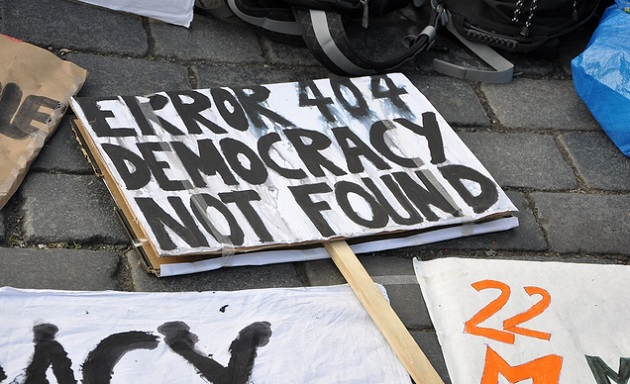 Signs in a demonstration in Prague, Czech Republic. / J. Hernández via Acampapraga (Flickr, CC),
