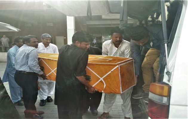 Bodies of slain Christians arrive home after arrival from Quetta. / Morning Star News,