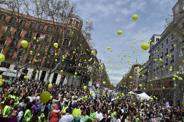 Balloon with messages were released in the 15 April Yes To Life march in Madrid. / Facebook Si a la Vida,