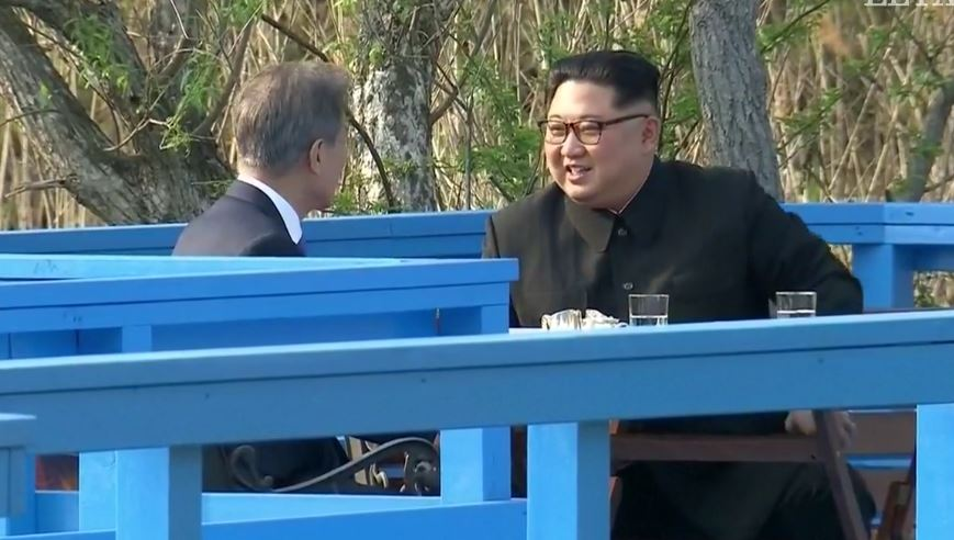 South Korean President Moon Jae (left) and North Korean leader Kim Jong Un, have a private conversation on April 27. / Livestream EP,