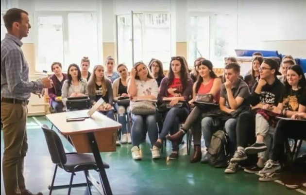 One of the workshops in schools led by Valoare Plus members in Eastern Romania. / Valoare Plus,