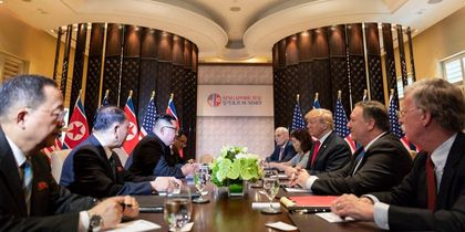 Trump, Kim Jong Un and their advisors in the luch meeting. / Donald J. Trump Facebook.