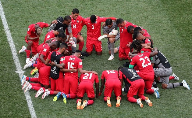 Panama players pray together after the World Cup game against England, on 24 June 2018. / Reuters,
