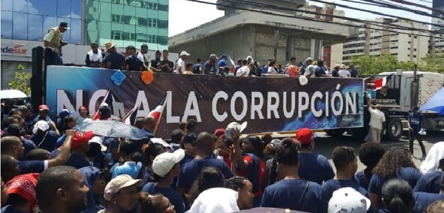 The march against corruption organised by the Dominican evangelical denomination The Church of God of Propphecy. / Evangélico Digital,