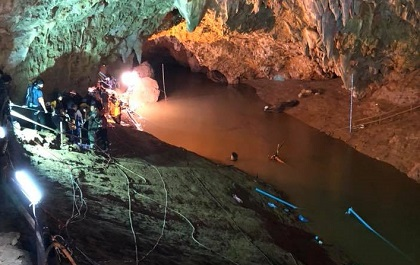 The rescue in the cave. / Facebook Prayut Chan O Cha