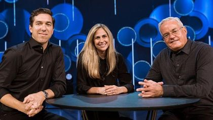 The founding pastor of Willow Creek Community Church, Bill Hybels with Steve Carter and Helen Larson. / Willow Creek Community Church.