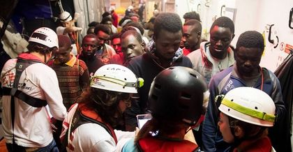 ome of the people on board of the Aquarius ship. / Oscar Corral, El País