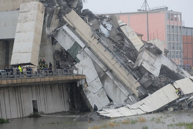 The motorway viaduct in Genoa, after the collapse. / Repubblica, F. Bussalino, A. Leoni,