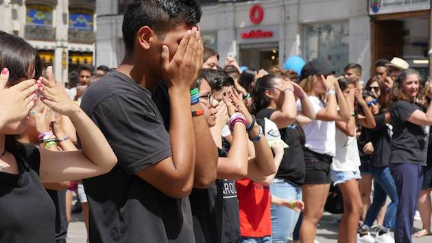A performance about human trafficking in the center of Madrid. / 15J, Carlos Fumero,