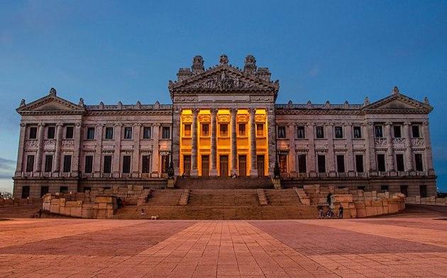 Palacio Legislativo. Ubicada en el departamento de Montevideo. / Gabboe, Wikimedia (CC 3.0),