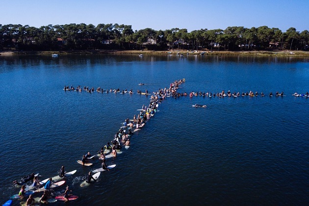 Participants of the 2018 Christian Surfers International Gathering in France formed a cross on the water. / Photo: Christian Surfers,