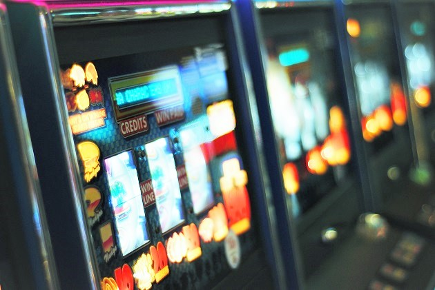 The UK government has delayed the stake-cut for FOBTs. / Photo: Unsplash (CC0),