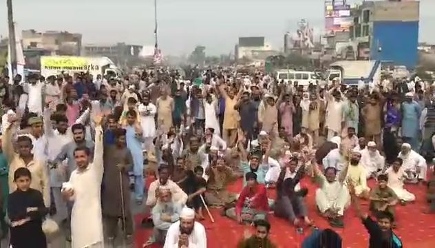 Islamist clerics gathered thousands in Pakistan's main cities to demand the execution of acquitted Christian woman Asia Bibi. / Facebook, source in Pakistan,