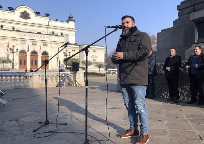 A dozen of pastors spoke in defense of religious freedom in front of the Bulgarian Parliament, in Sofia, December 2. / V. Raichinov