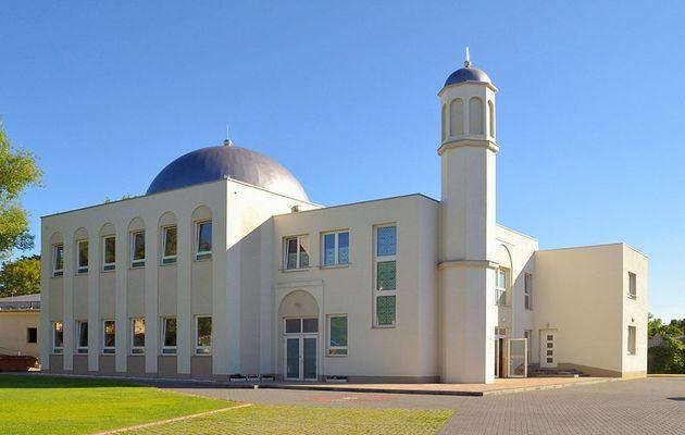 Khadija Mosque in Berlin, Germany. / Ceddyfresse. Wikimedia Commons.,