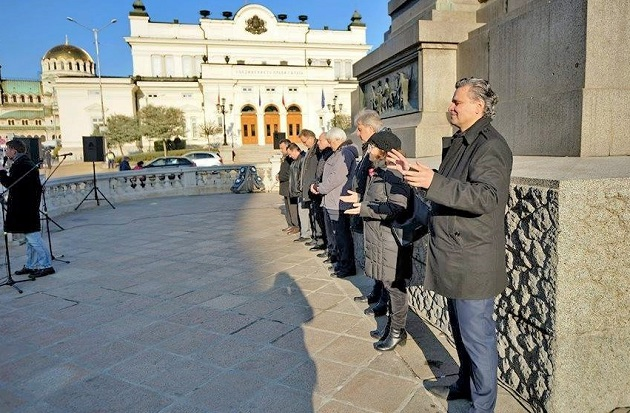 Church leaders addressed the crowd in front of the Bulgarian Parliament, in Sofia, December 9. / Yasen Tsenov
