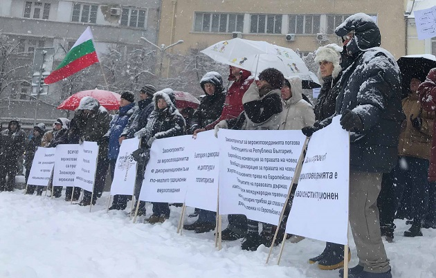 Under the snow, evangelical Christians protested in Sofia for the seventh Sunday in a row against amendments to the Religious Denominations Act, December 16. / Vlady Raichinov,