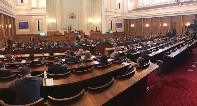 Plenary session of the Bulgarian Parliament on 20 December. Krasimir Velchev, Committee of Religions and Human Rights chairman directs the voting process. / Vlady Raichinov,