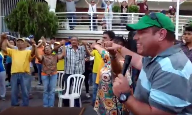 Prayer ins a public town hall gathering in Maracay, Venezuela.  / ED