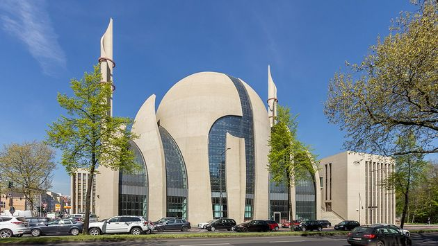 Cologne Central Mosque. / Raimond Spekking, CC Wikimedia Commons.,